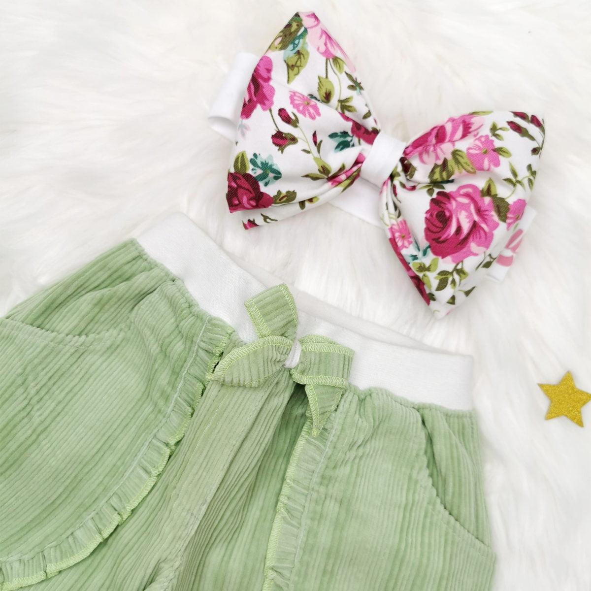 mint zeleni komplet hlače i velika mašna trakica