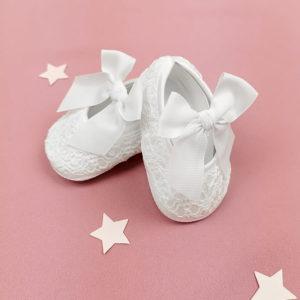 čipkane bijele cipelice za bebe