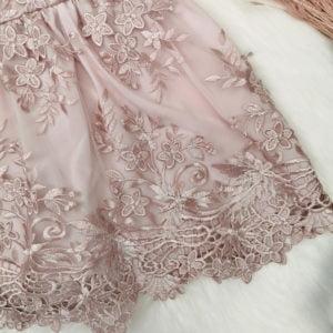 detalj čipke puder roze chiara haljine