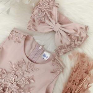 puder roza chiara haljina detalj