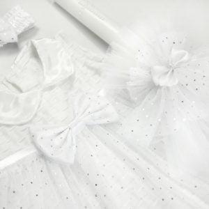 bijela svijeća i haljina za krštenje chloe