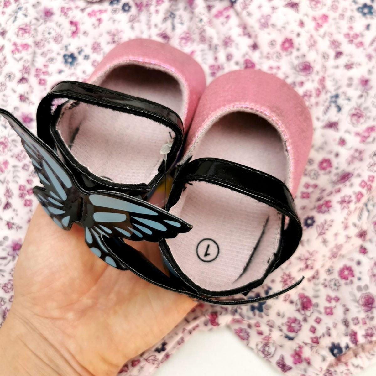 roze cipelice za bebe s leptirićima