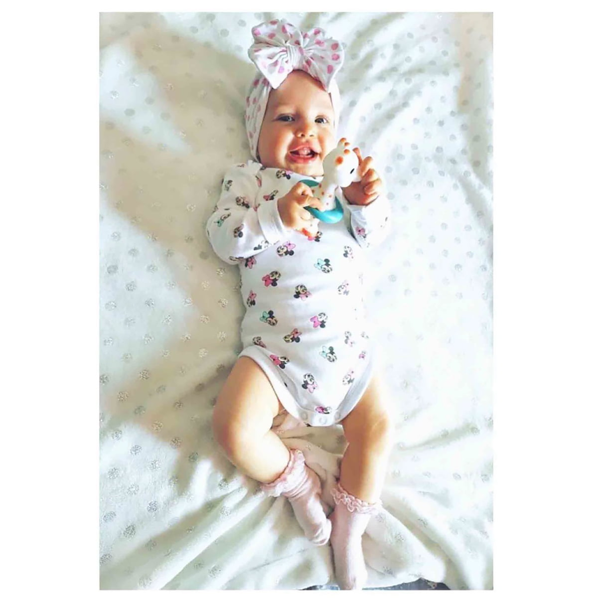 beba s točkastim diva turbanom