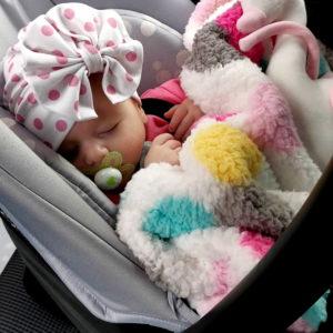 točasti diva turban na maloj djevojčici