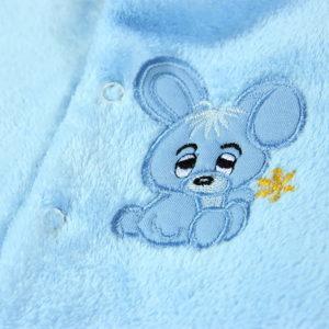 Uspavani plavi zeko na kombinezonu za novorođenčad