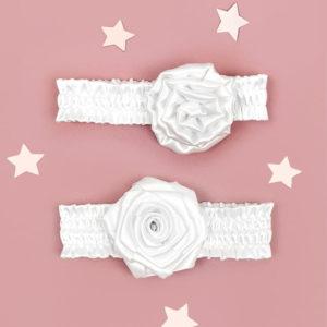 bijele cvjetne trakice za krštenja