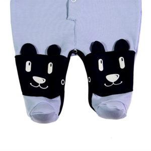 Male stopalice na plavom kombinezonu za bebe