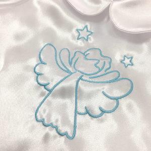 plavi anđeo na krsnoj košuljici