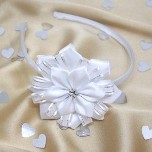 ručno rađeni cvijet na svečanom ukrasu za kosu