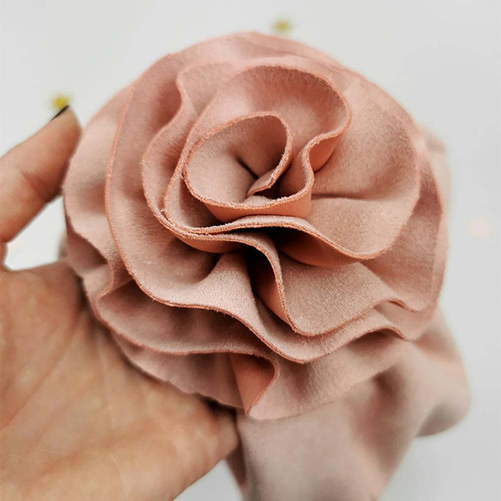 detalj ručno rađenog cvijeta lady turbana kape