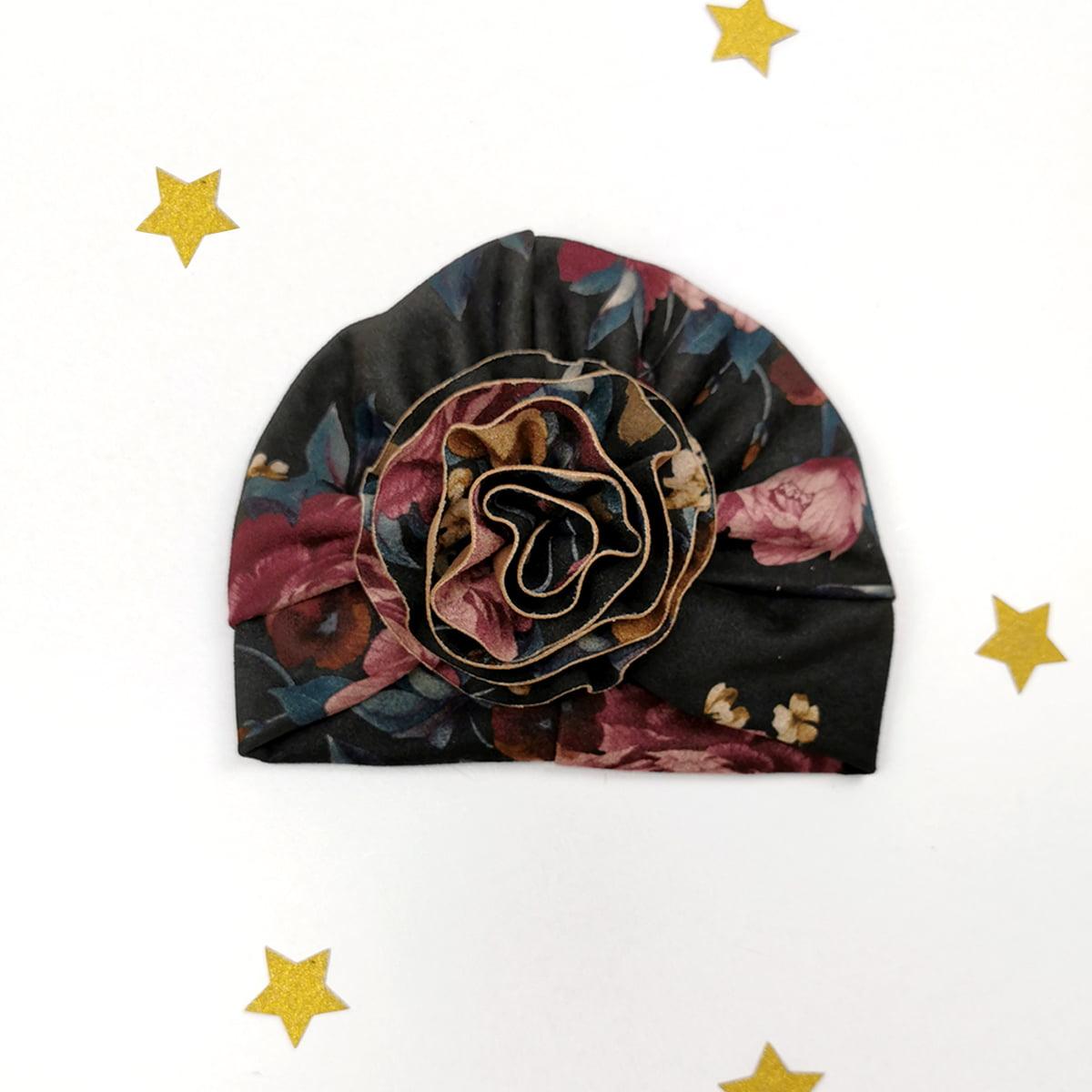 cvjetni lady turban s velikim ukrasom
