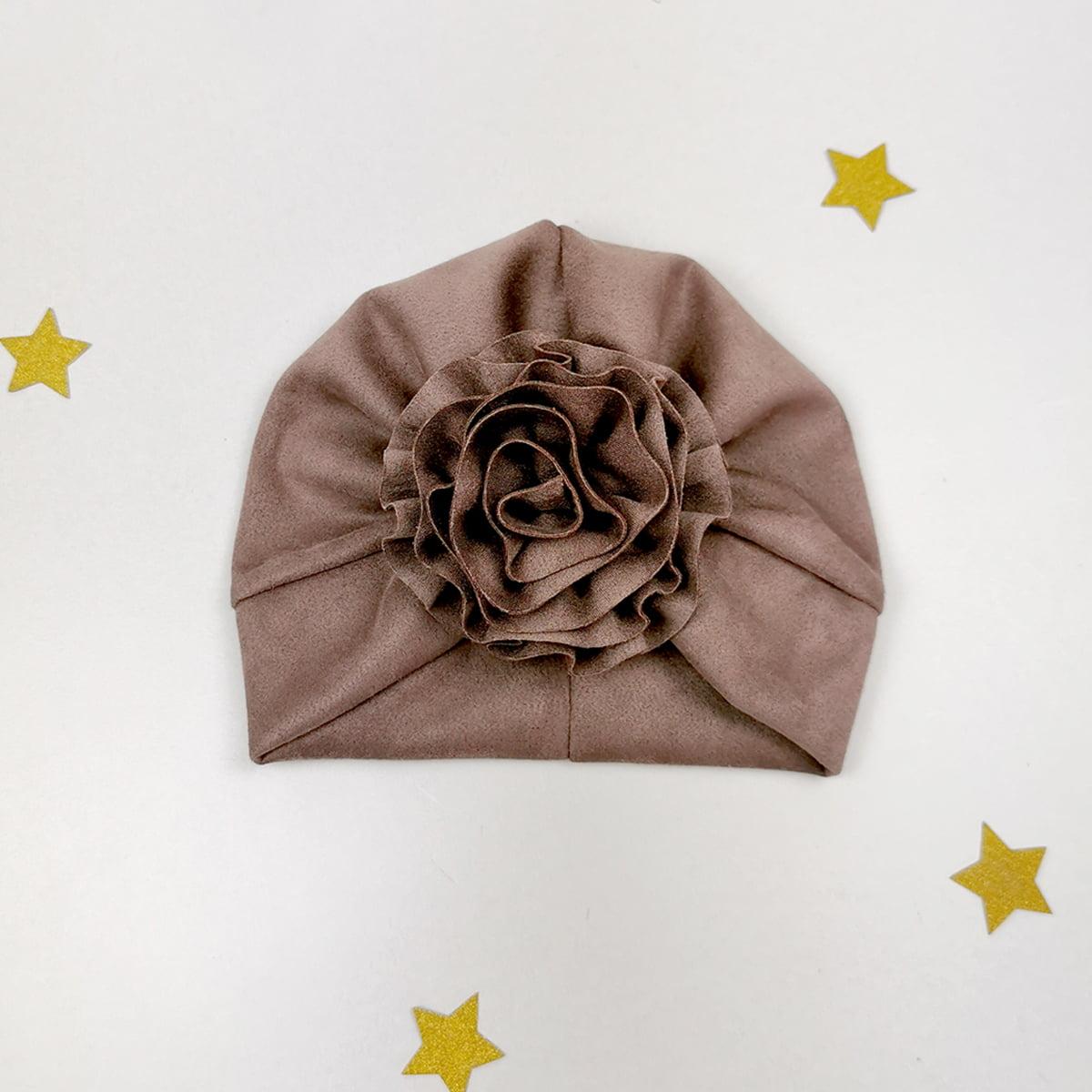 smeđi lady turban s velikim cvjetnim ukrasom