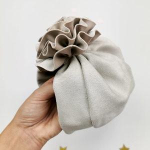 veliki cvjetni ukras sivog lady turbana