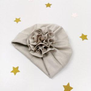 sivi lady turban s velikim ručno rađenim cvijetom