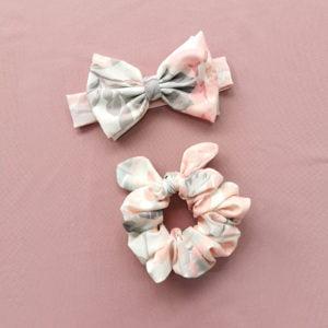 pastelna cvjetna LU trakica u kompletu sa scrunchie gumicom