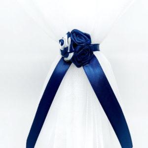cvjetni buket detalj tamno plavih ukrasa na svijeći