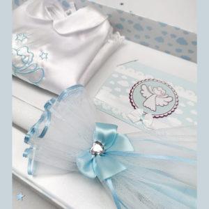 Pogled u poklon pakiranje za krštenje plavo