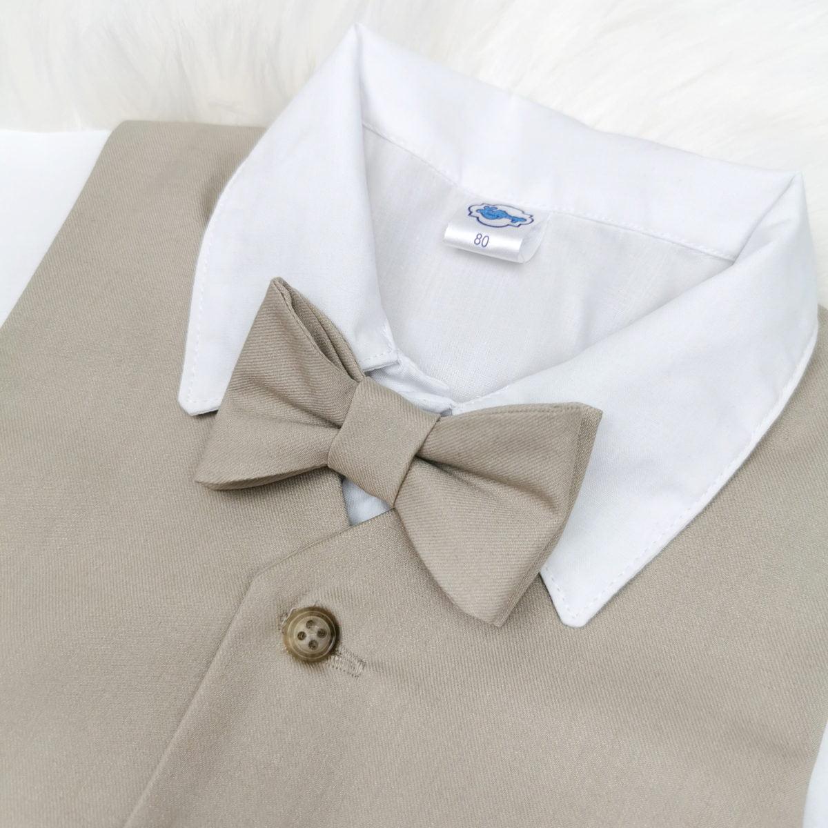 bež leptir mašna detalj odijela za krštenje