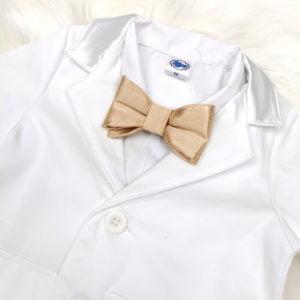 zlatna leptir mašna bijelog odijela za krštenje