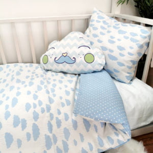 dječja soba s plavom posteljinom