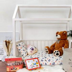 dječja unisex soba s posteljinom rakuna