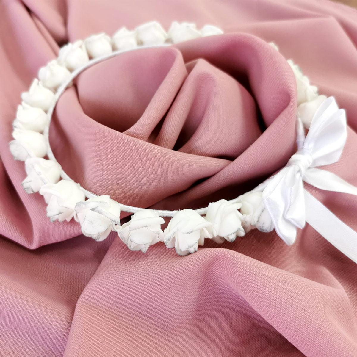 bijeli vjenčić s mašnom rose blossom