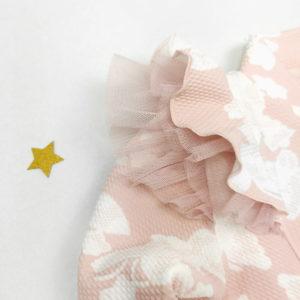 puder rozi volani na pastelnoj jaknici