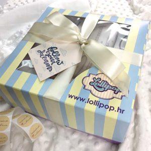 Lijepo poklon pakiranje za darivanje novorođenčadi