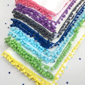 Šarena paleta pom pom tetrica za ljetne pokrivače