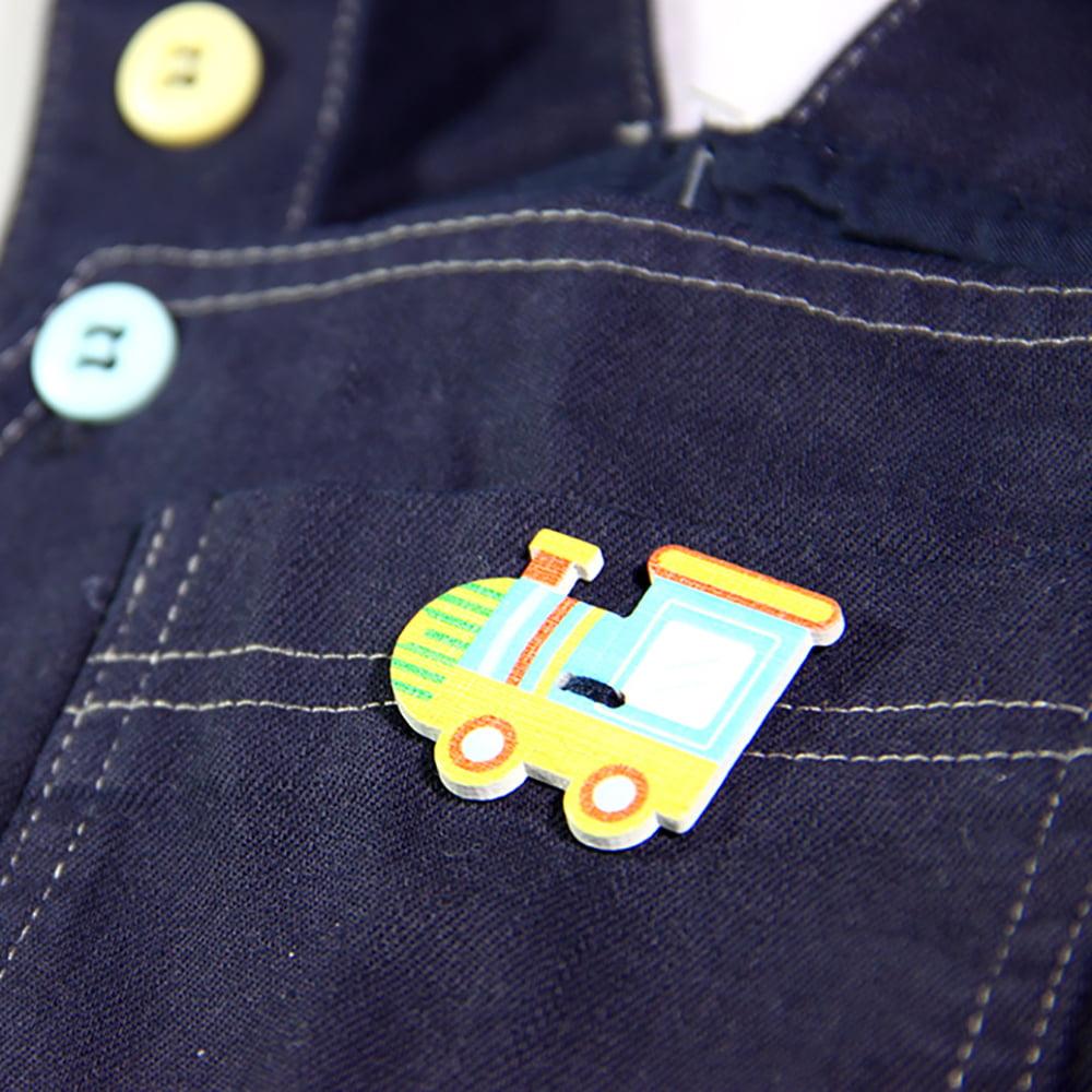 Šareni gumb detalj na tregericama za bebe
