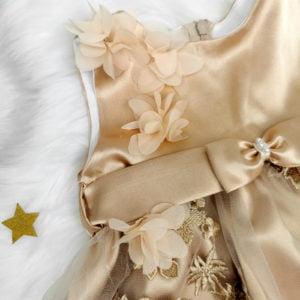 detalj haljine zlatna magnolia